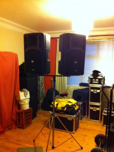 DJ Software - VirtualDJ - Mackie SRM450 V2 vs  RCF ART 312-A