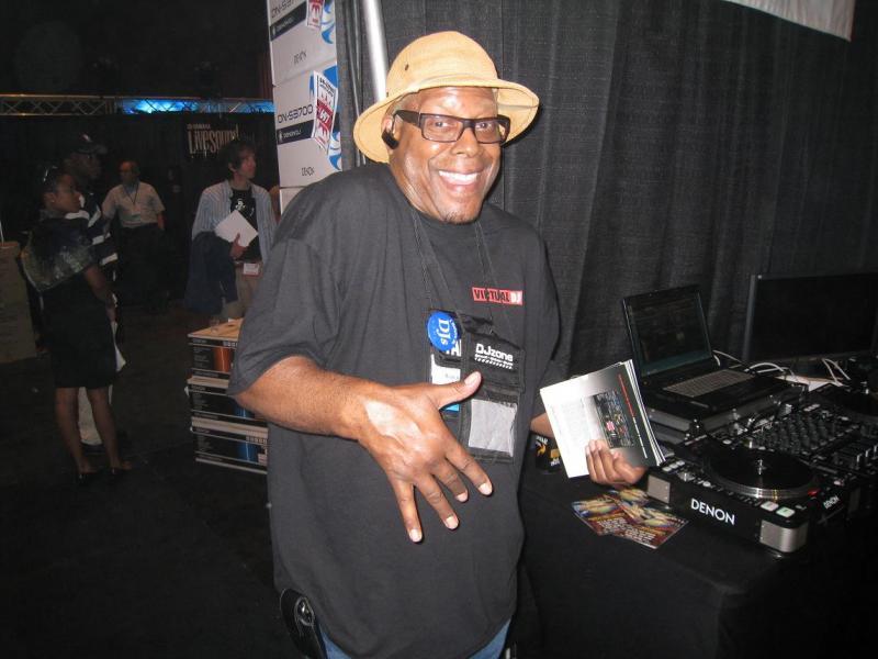 DJ Software - VirtualDJ - 2009 International DJ Expo